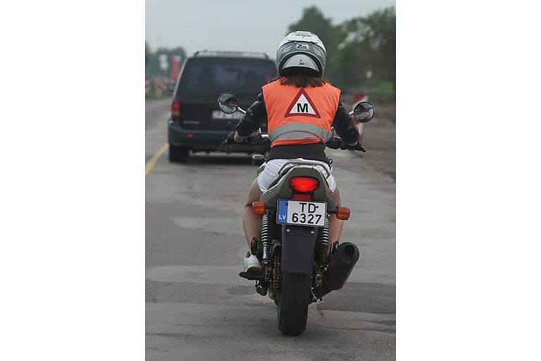 Motociklu vadīšana meitenēm