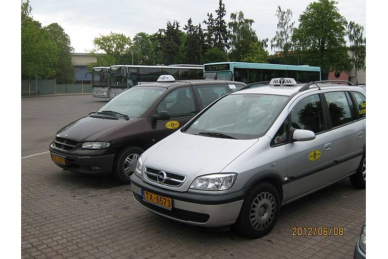 Taxis with 2 drivers - will take your car!