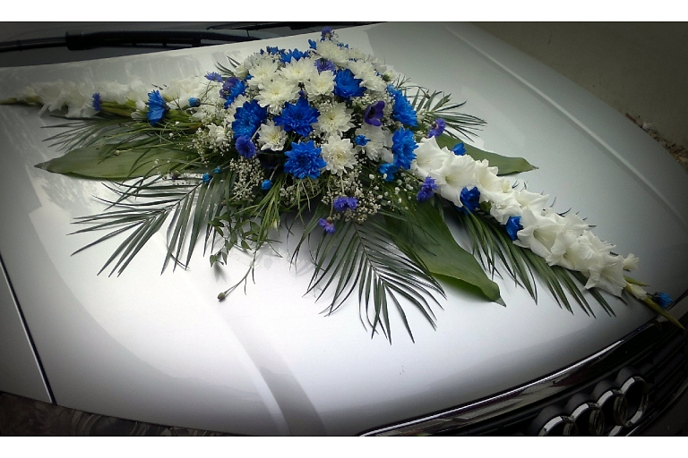 Car decorating with flower garlands in Jelgava