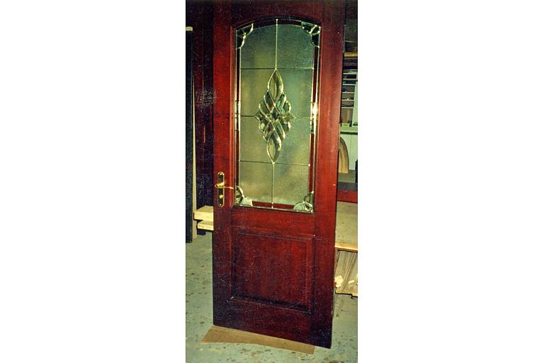 Koka durvis ar stiklojumu