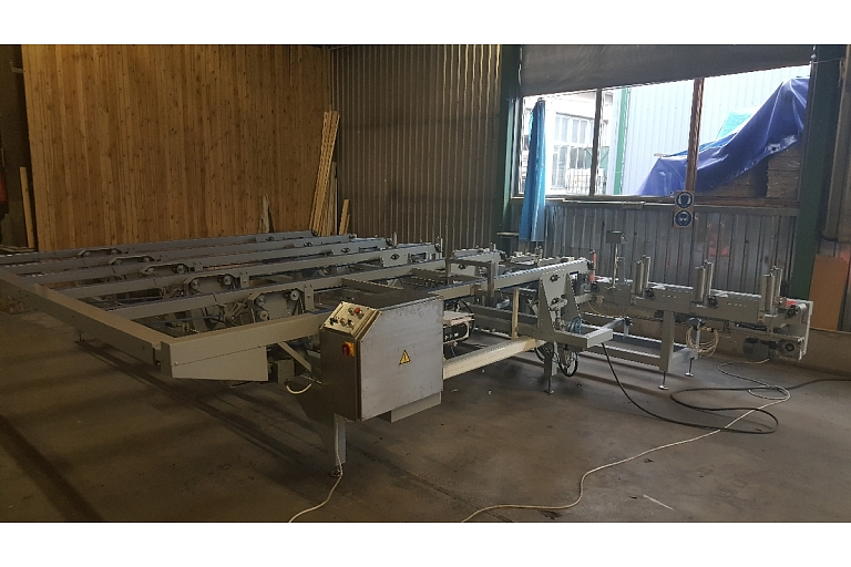 Automatic packing line with feed to film wrapper