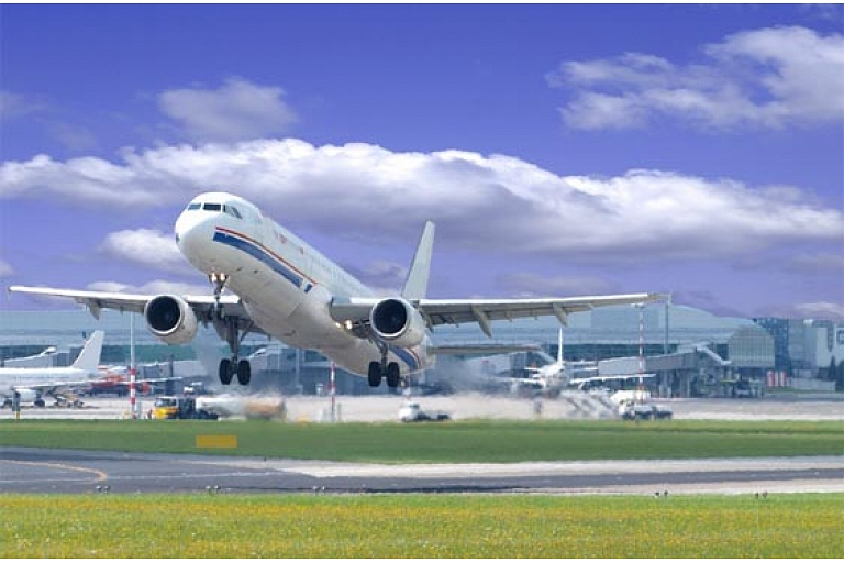 Gaisa transports. Piegāde līdz durvīm 50 valstīs