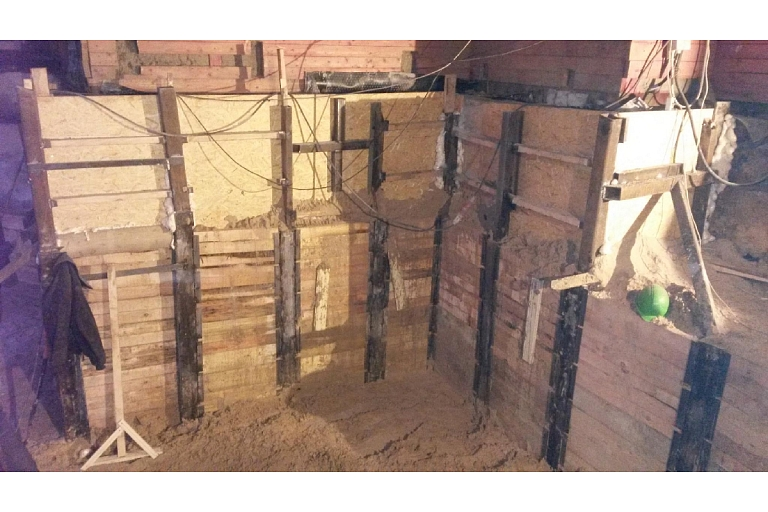 Construction of a basement building, supporting walls