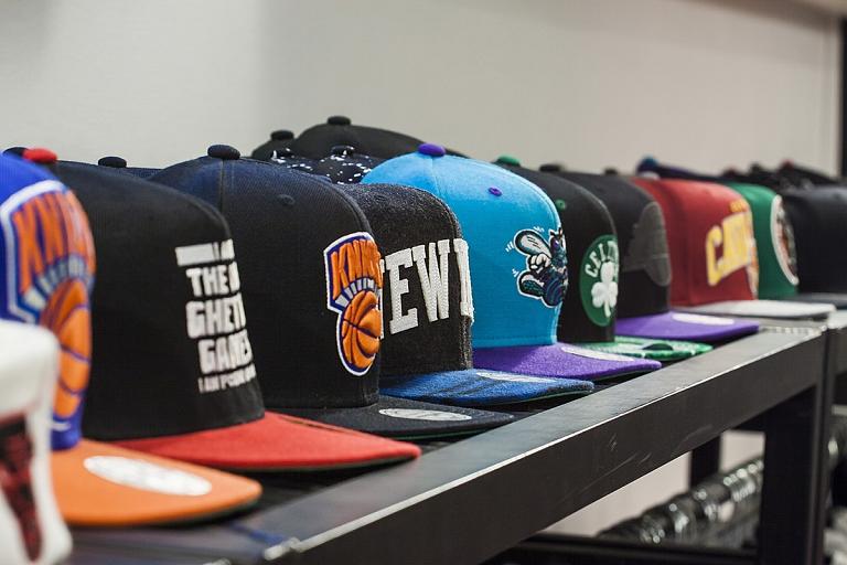 Cepures, keponi plašā izvēlē