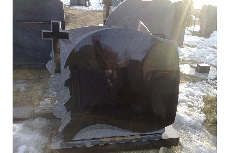 Granīta pieminekļi Jelgava
