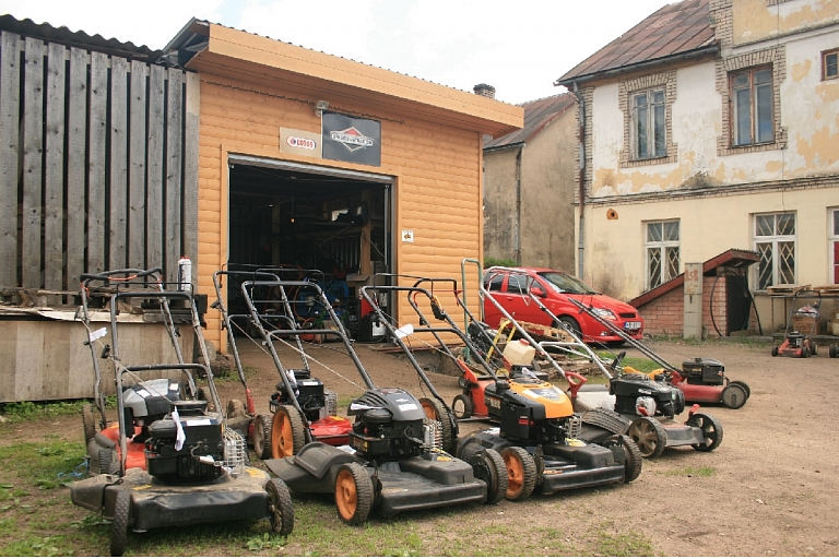 Lawn mower repair in Madona