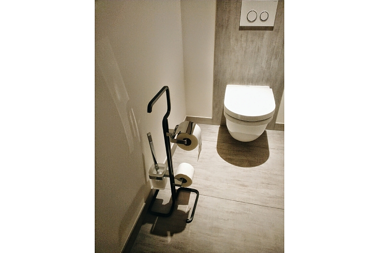 Forged private house in the outskirts of Frankfurt (bathroom accessories)
