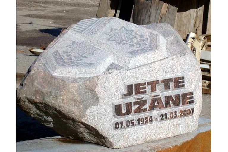 Aivars K kapu pieminekļi kapu apmales Cēsis Vidzeme