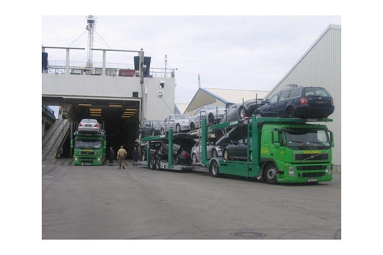 Automašīnu transportēšana ar autovedēju