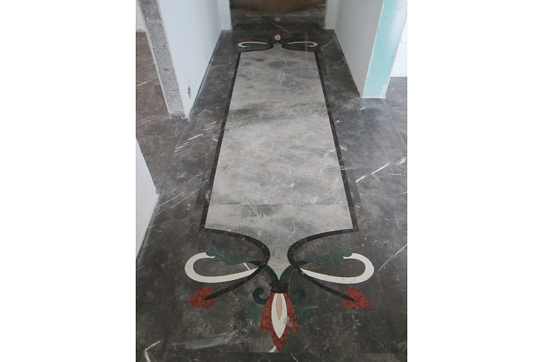 Gaitenis marmora grīda ar mozaīku