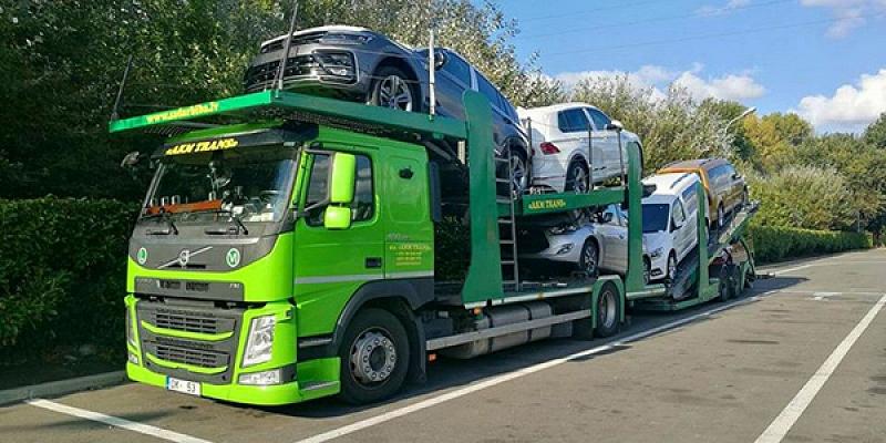 Passenger car transporter