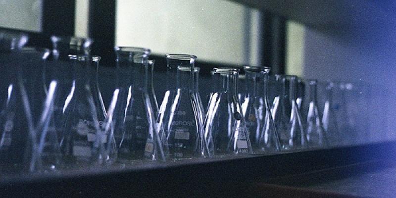 Laboratorijas aparāti un ierīces