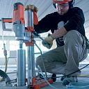 Tehnoloģisko caurumu urbšana jebkurā materiālā ar diametru no 6 mm līdz 1000 mm. Ātri, efektīvi, bez putekļiem.